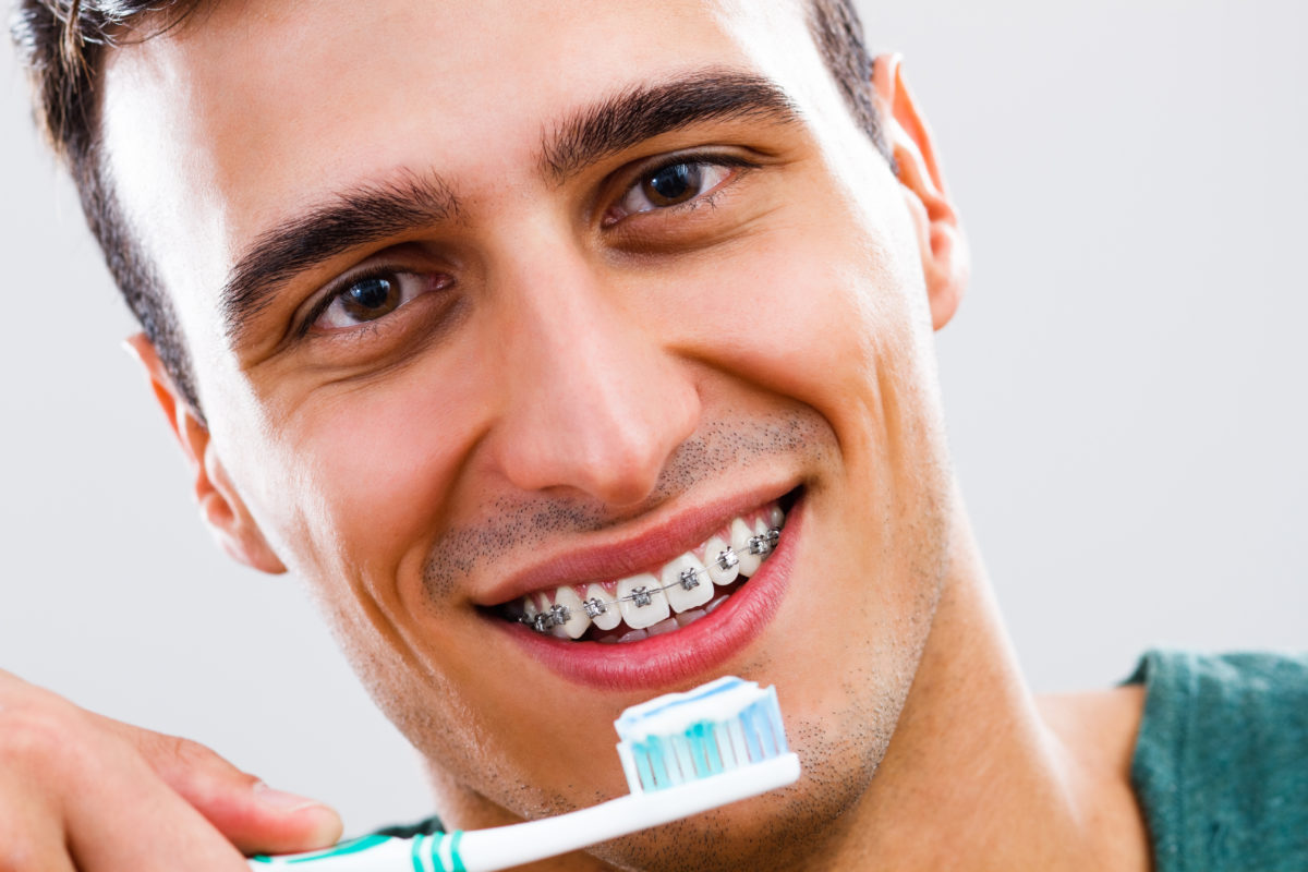 Men's braces come in many different colours, so you can find the right accessory to complement your outfit and its colours. You may want your braces to be the focal point of the outfit, in which case a contrasting colour can work really well.